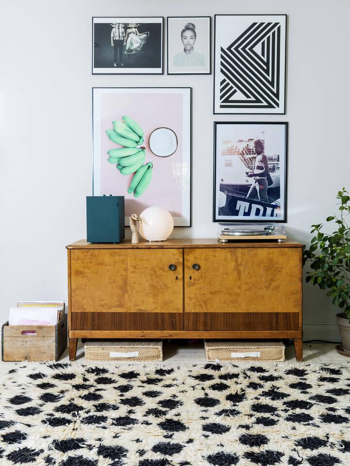 Weißer  Barchi / moroccan berber style- pakistan - Teppich in einem Wohnzimmer