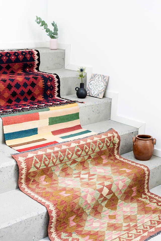 Brauner / gelber  Kelim afghan old style - Teppich in einem Flur