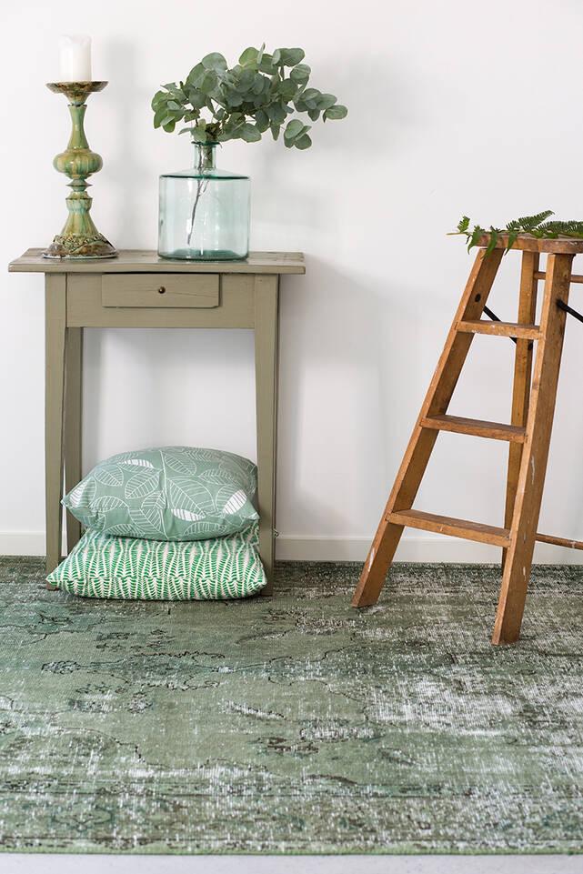 Schwarzer / grauer  Colored vintage - persien / iran - Teppich in einem Flur