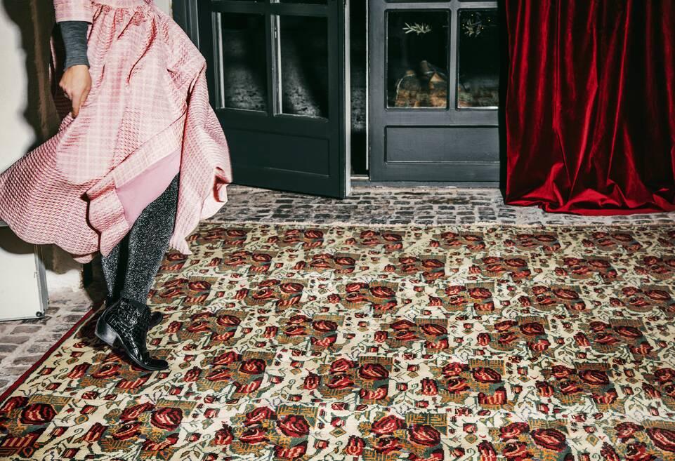 Brauner / gelber  Afshar / sirjan - Teppich in einem Flur
