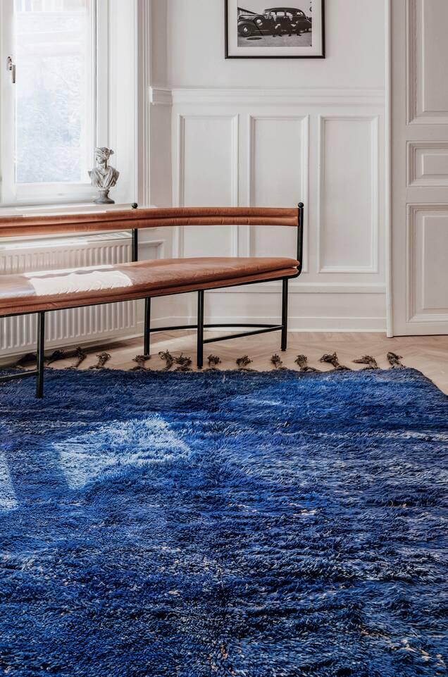 Blauer  Berber moroccan - mid atlas - Teppich in einem Flur