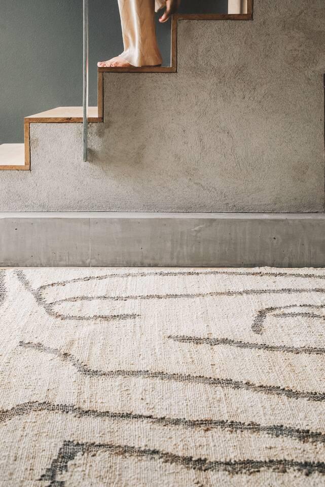Weißer  Jute cotton - Teppich in einem Flur