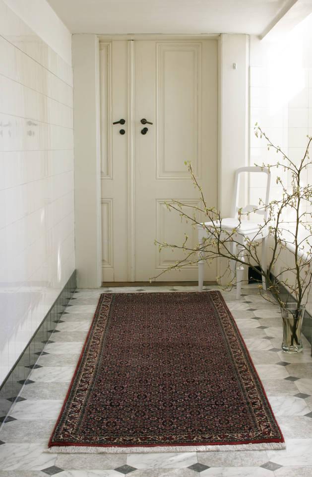 Roter  Bidjar - Teppich in einem Flur
